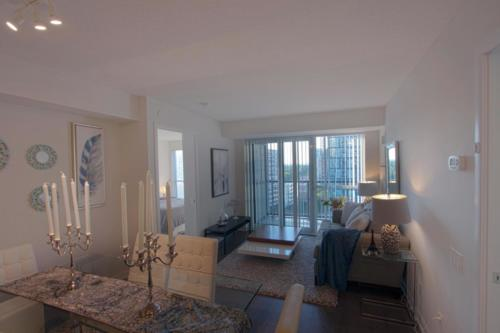 Baraka Home Staging Services Yonge St Toronto Condo (4)